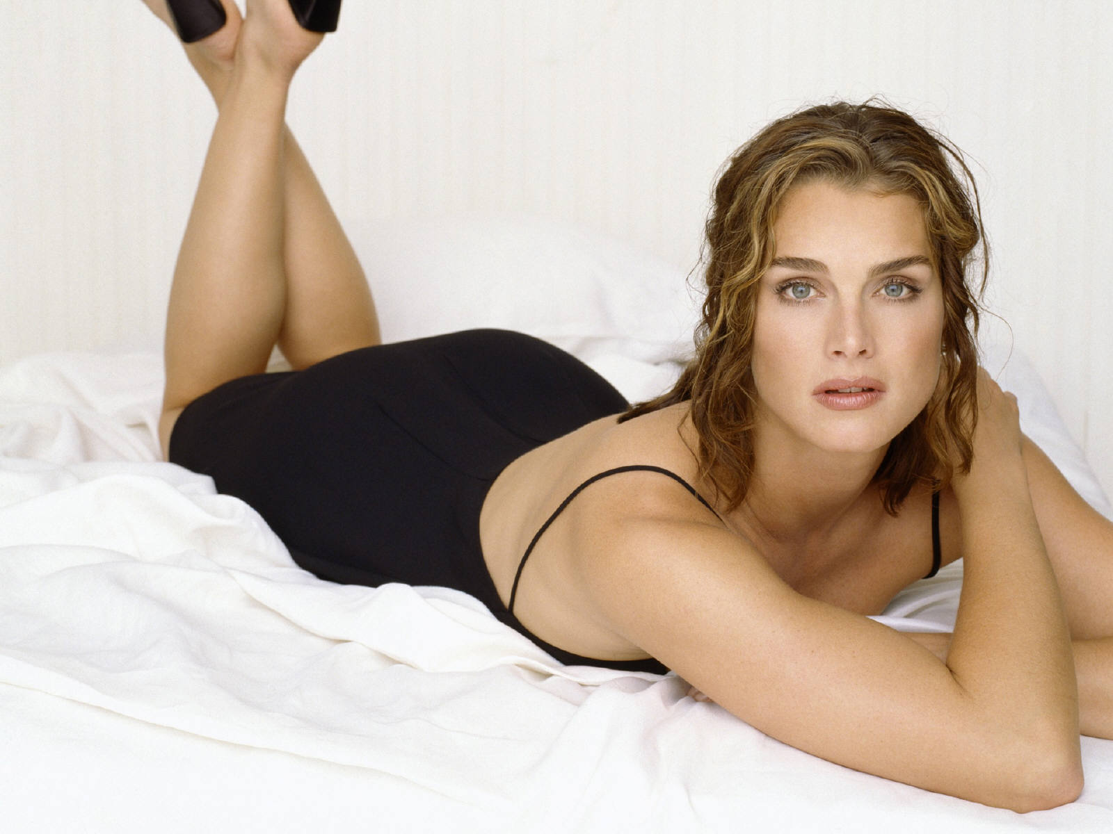 http://3.bp.blogspot.com/_p2EstT5Z5BU/TH4FuLxqXOI/AAAAAAAAA0Q/VGVVRsUNoJ8/s1600/Brooke+Shields+Wallpapers+4.jpg