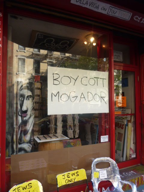 De La Vega calling for a boycott on Cafe Mogador, for some reason