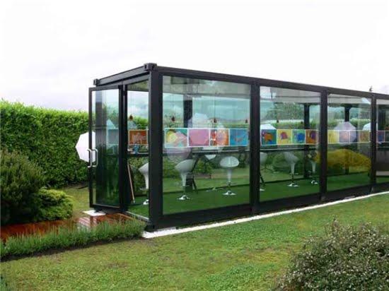 ... desain yang menakjubkan. rumah indah ini dari kontainer pengiriman