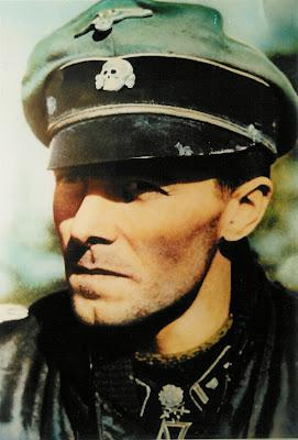 Jochen peiper difoto ketika bertempur di austria bulan april 1945
