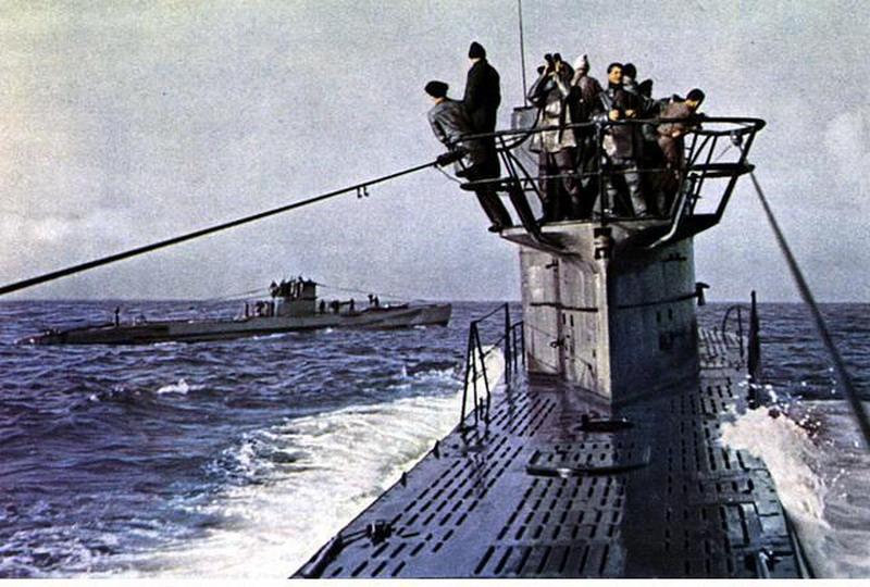 photos de sous-marin et de leur équipage 6U-boat+rendezvous+in+the+ocean
