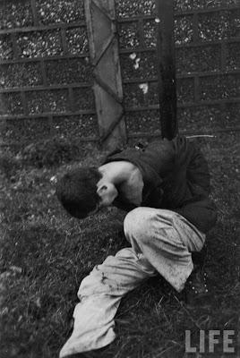 Execution+of+Nazi+collaborationist+Milice+%28Vichy+police%2914 Foto Eksekusi Mati Para Kolaborasionis Nazi di Perancis