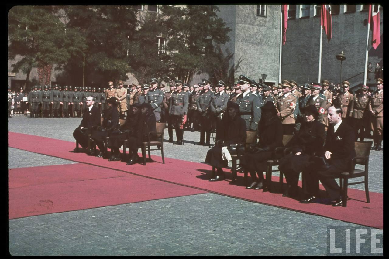 photos de hugo jaeger (photographe de Adolf Hitler ) Hugo+Bruckmann's+funeral04