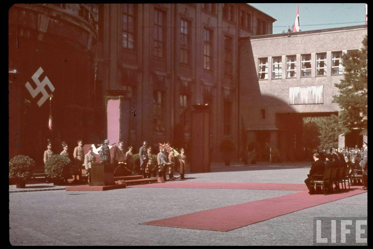 photos de hugo jaeger (photographe de Adolf Hitler ) Hugo+Bruckmann's+funeral09