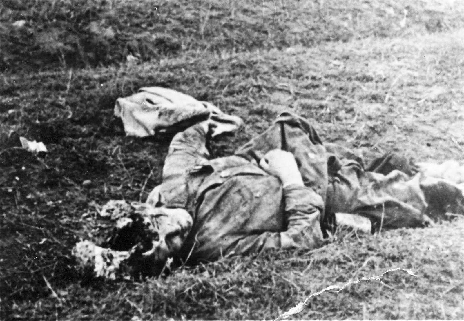 soldats soviétiques Dead%2BRussian%2Bsoldier%2Bin%2Bthe%2BOperation%2BBarbarossa