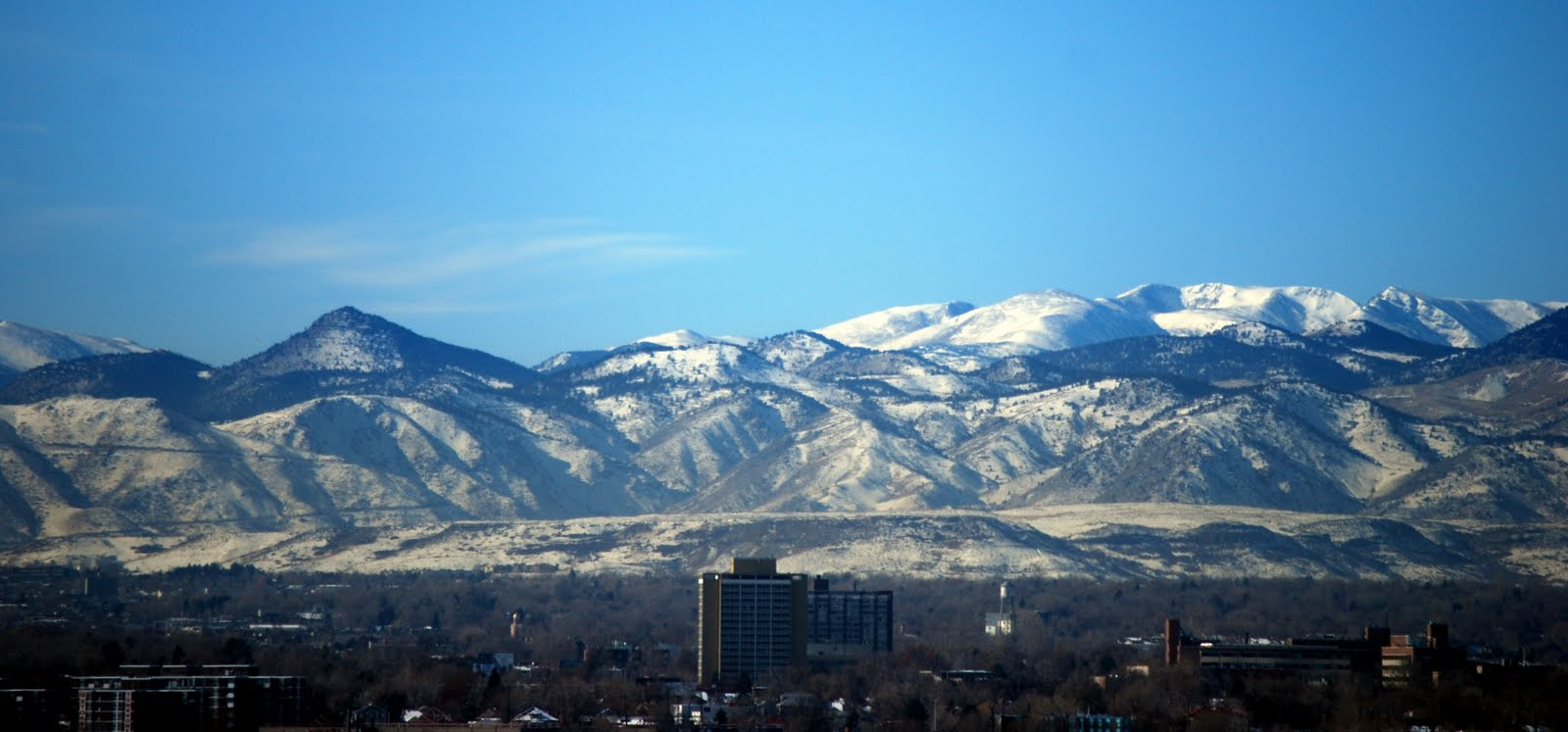couple of views of the beautiful Rocky Mountains in the distance in -3.bp.blogspot.com