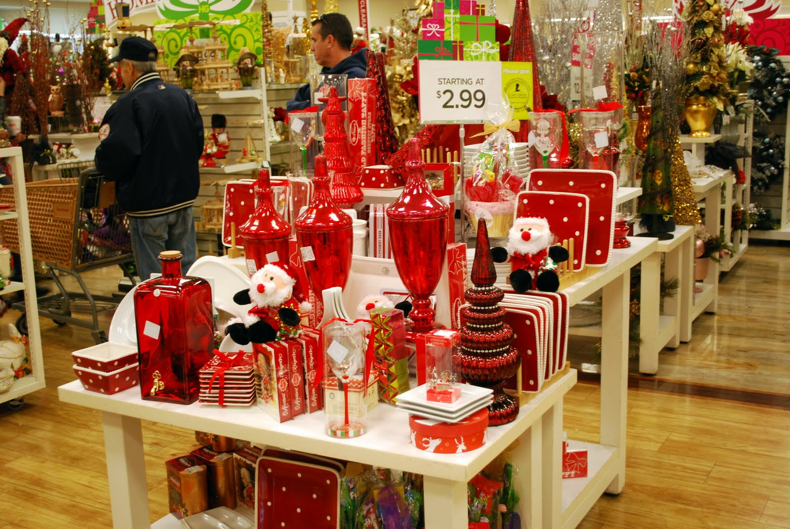 Just look at this delightful grouping of red holiday items available in my HomeGoods  store this past weekend in. Mille Fiori Favoriti  HomeGoods for the Holidays