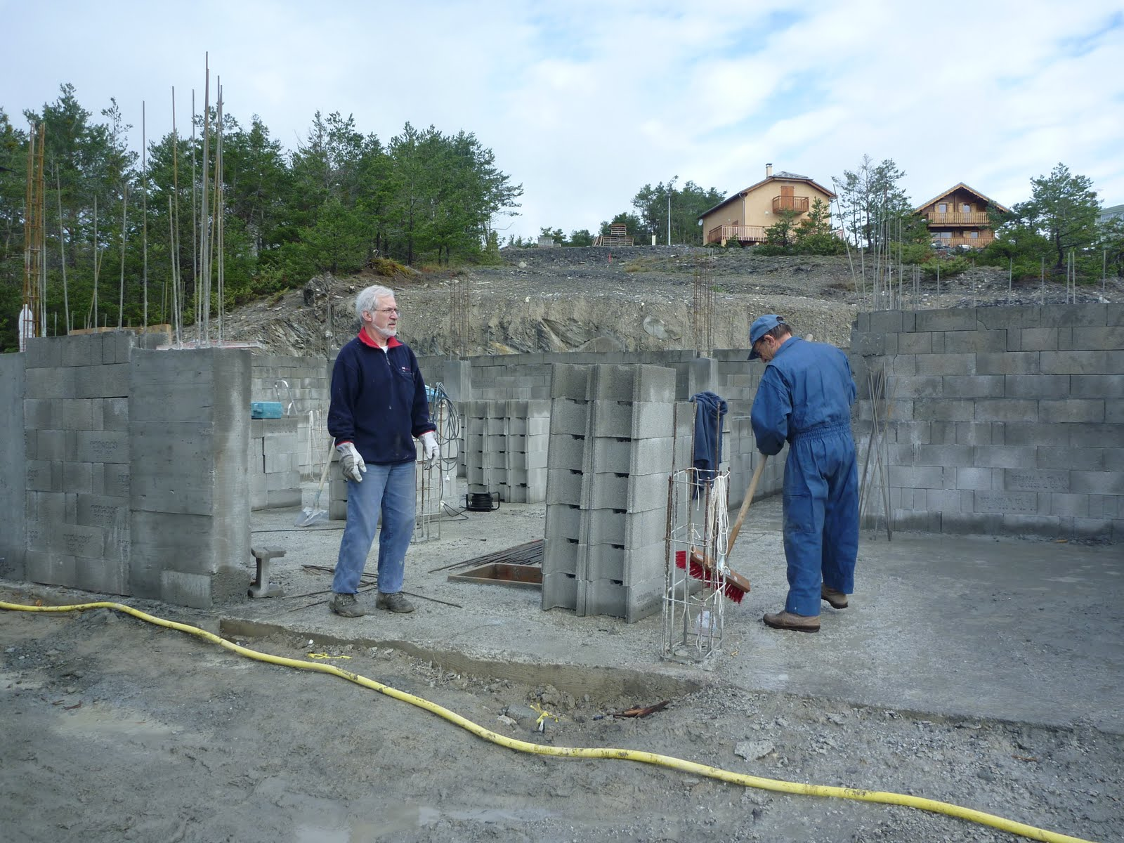 Construire sa maison 3 mai 2010 les murs du garage et for Isoler les murs du garage