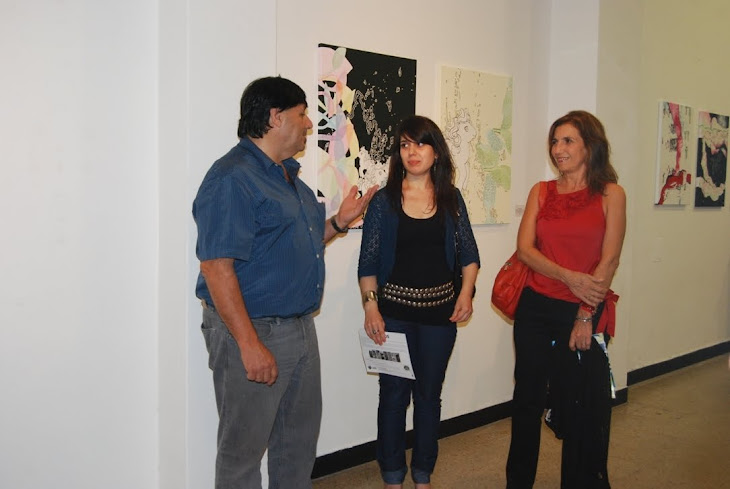Cali Esquivel, la expositora Macarena Gonzalez y su Directora de Tesis Prof. Anabel Solari