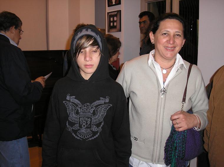 Expositora Mabel Saccavino e hijo