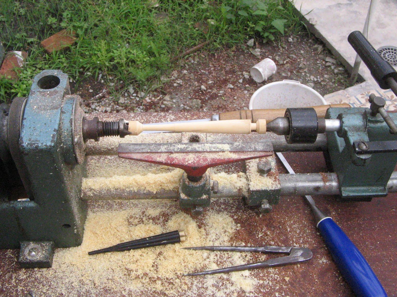 #2B3B81 luthier: Sanshin fazendo nova cravelha no torno 1600x1200 px bancada com cavalete @ bernauer.info Móveis Antigos Novos E Usados Online