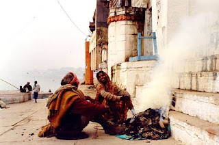 An man and woman, comfortable and warm on a cold winter day. Varanasi (Benares), India. Flickr photo by Ahron de Leeuw
