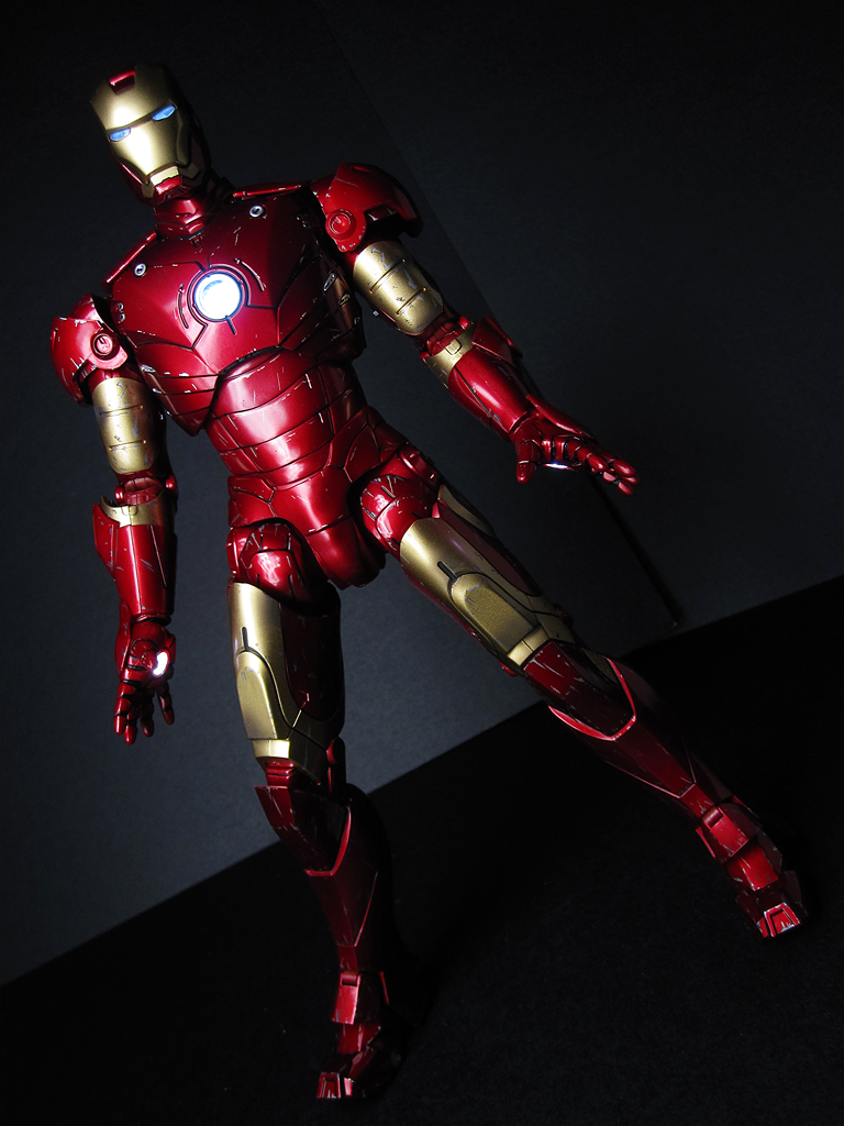 Iron man mark 3 battle damaged hot toys