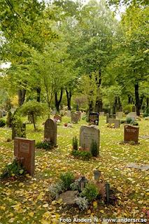 kyrkogård, stampens kyrkogård, göteborg, grav, gravar, höst, höstlöv, löv