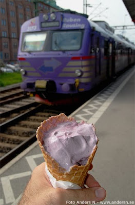 pågatåg, tåg, skåne, train, scania, sweden, sverige, blåbärsglass, glassstrut,blueberry ice cream, blueberry ice train