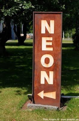 neon sign, neonskylt, neon, rostig, rusty