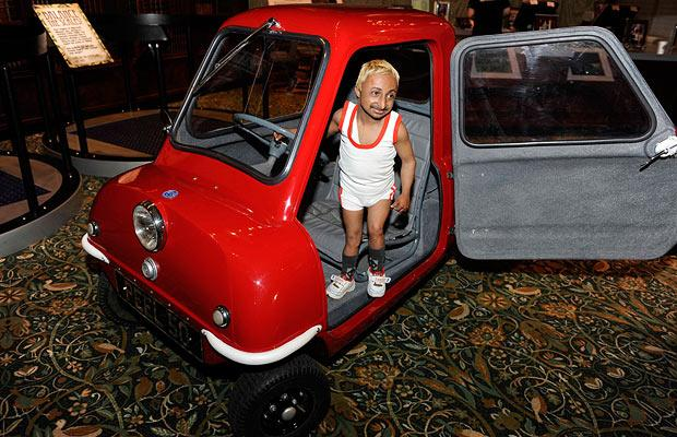 peel p50 the world 39 s smallest car bling cars. Black Bedroom Furniture Sets. Home Design Ideas