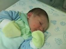 ♥Caio nasceu com : 3,340kgs e 50 cm.