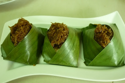 ... glutinous rice coconut sticky rice in banana leaves pulut inti recipe