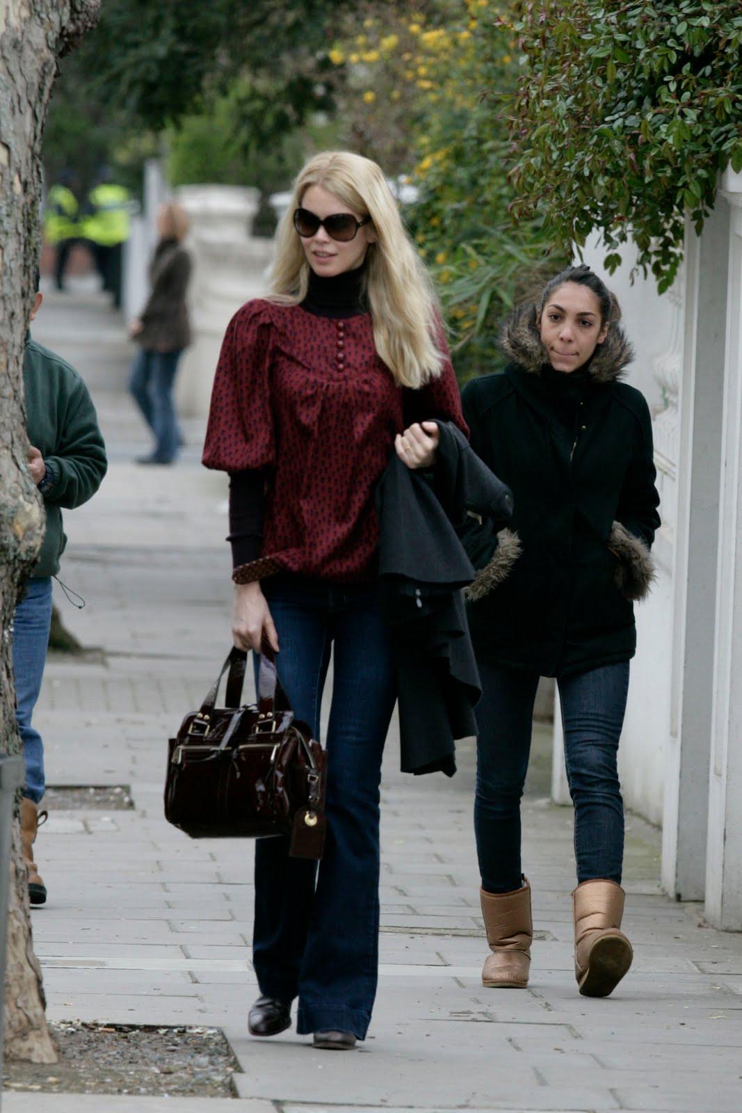 http://3.bp.blogspot.com/_pB39VNVB0Wk/S8n6AJpr9HI/AAAAAAAADX4/7Pt1mDyqa-I/s1600/80118_Celebutopia-Claudia_Schiffer_walking_in_the_street_in_London-02_122_952lo.jpg