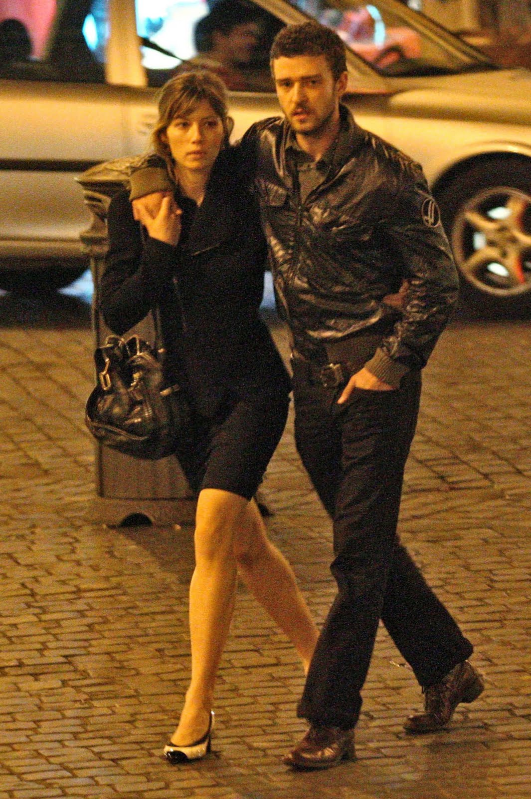 http://3.bp.blogspot.com/_pB39VNVB0Wk/TTGO887ETaI/AAAAAAAAFMY/sxYJXkp2KBU/s1600/jessica-biel-are-loved-up-in-rome9.jpg