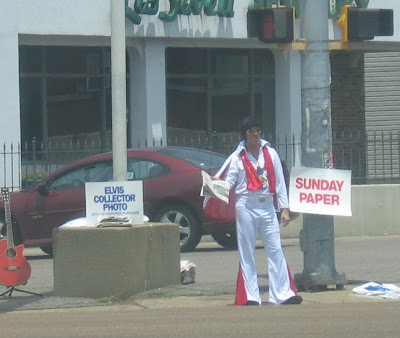 Elvis selling Commercial Appeal, Union and McLean, Memphis