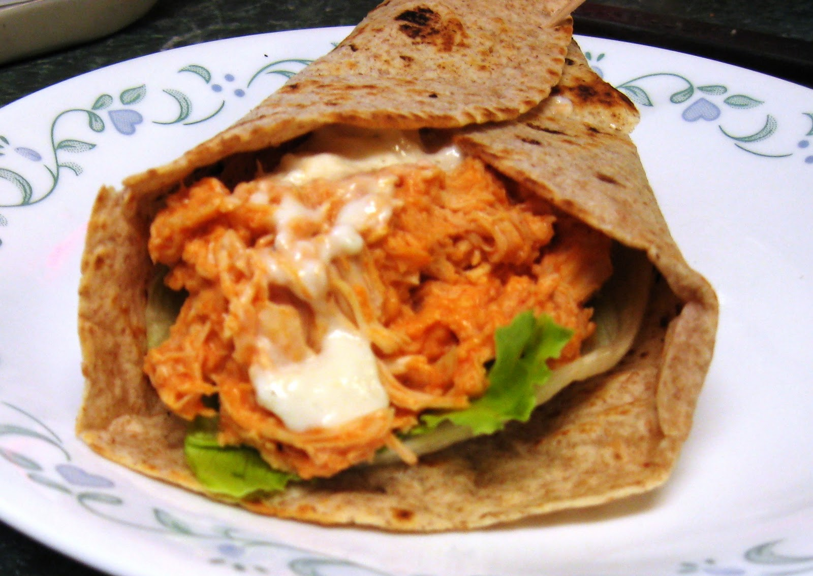 ... Dinner... Healthy & Low Calorie: Slow Cooker Buffalo Chicken Wraps