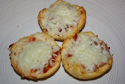 Mmm...Cafe: Mini Deep Dish Pizzas