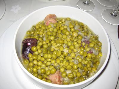 Pèsols ofegats amb botifarra de Lleida