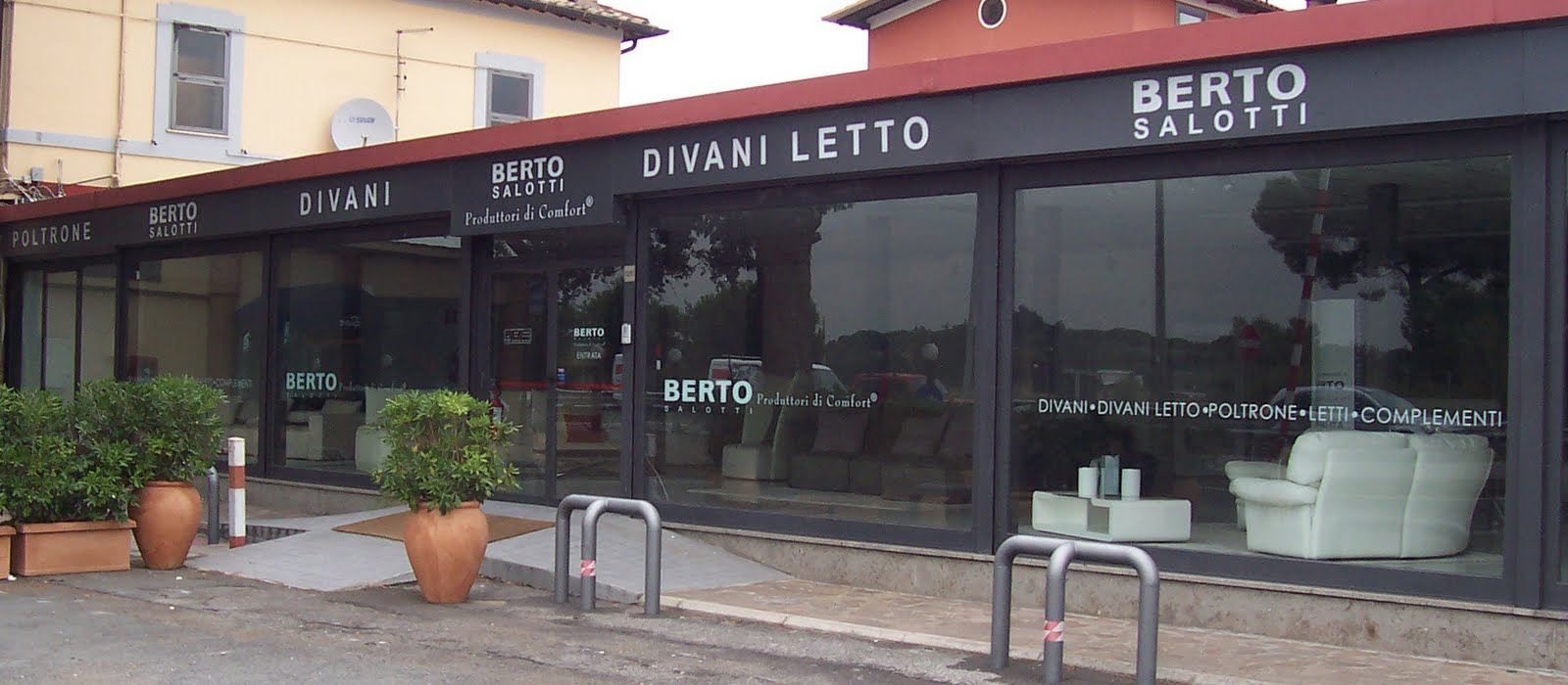 Berto Salotti Blog: Finally...l\'insegna dello showroom Berto Salotti ...