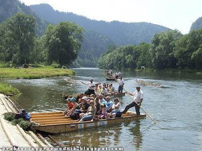 Spływ przełomem Dunajca flisacy
