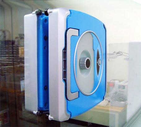 Futurix windoro il robot si arrampica sui vetri - Pulizia vetri finestre ...