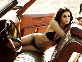 Emmanuelle Chriqui hot bikini pic in car