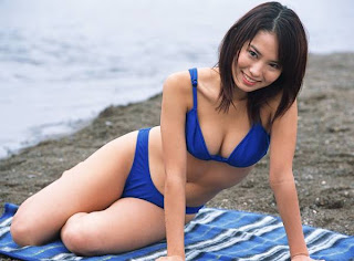 Ichikawa Yui in blue bikini at beach hot picture