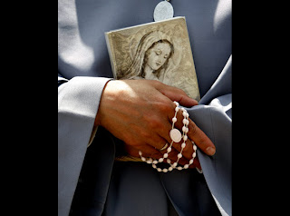 Catholic nun holding a rosary at Mount Precipice in the northern Israeli city of Nazareth event of Pope Benedict XVI pic