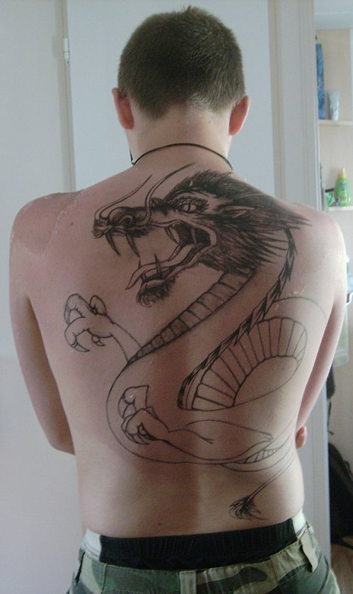MODELES TATOUAGE - TATTOO: Tatouage de Dragon dans le dos