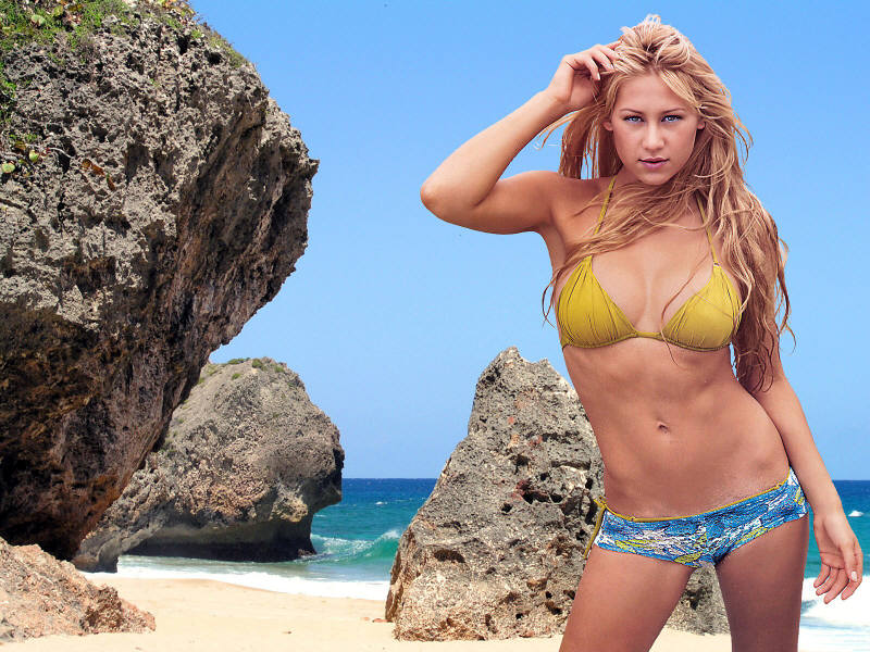 Anna Kournikova Heating up the Beach in a Sizzling Lingerie