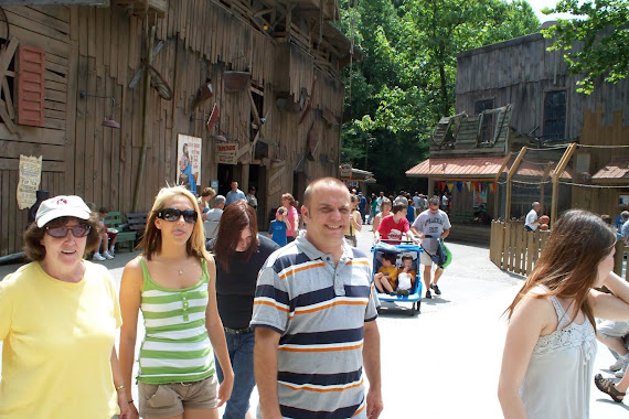 Dollywood with Jon and girls