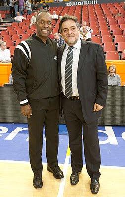 Pepu y Terry Moore, árbitro de la final del Mundobasket 2006