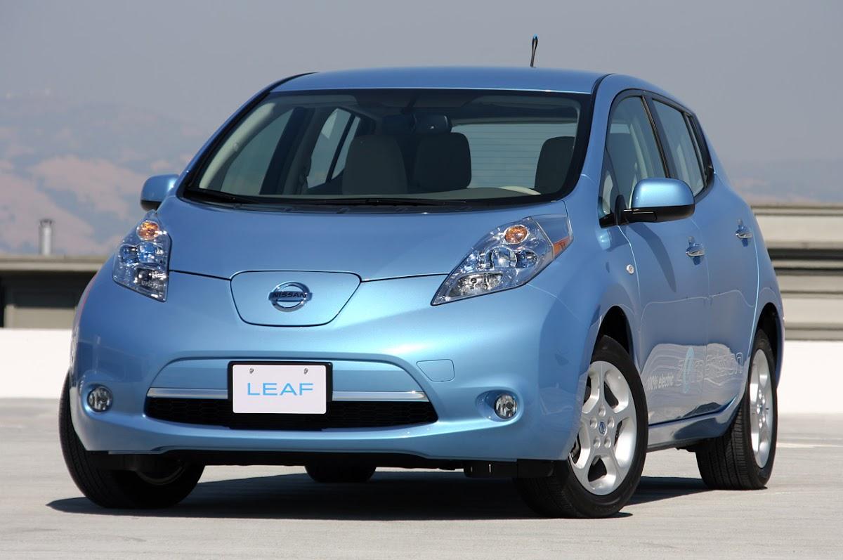 2011 Nissan Leaf Wallpaper