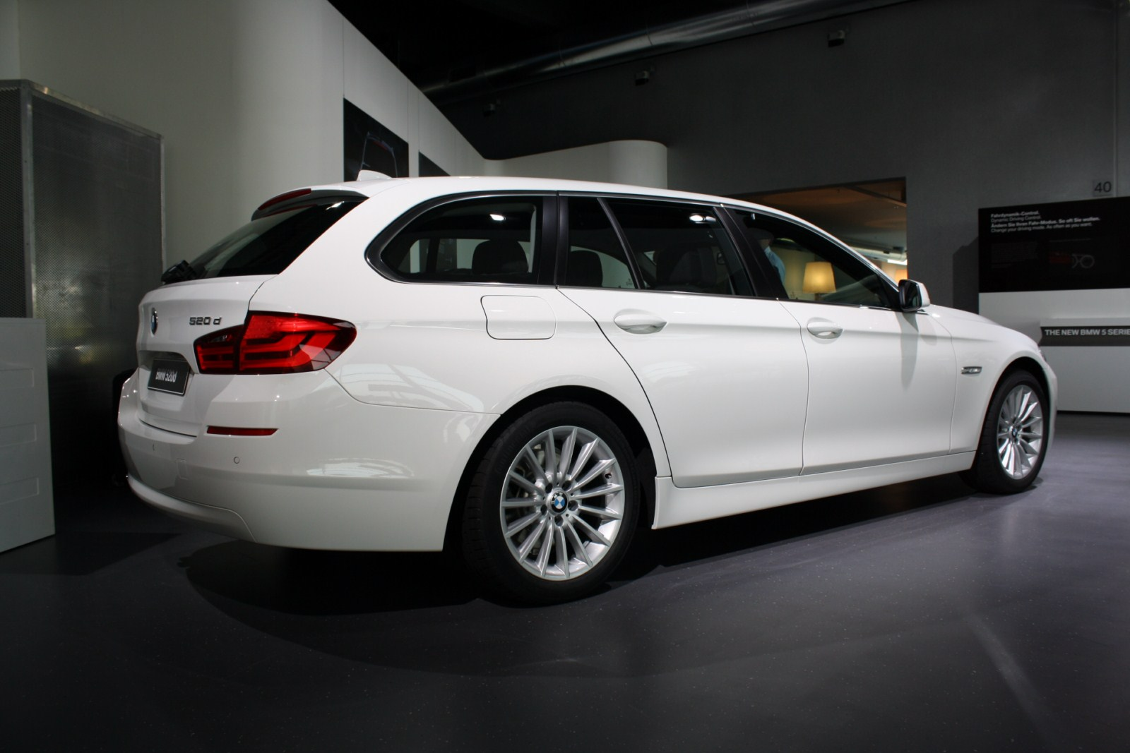 bmw 520d touring se review specification. Black Bedroom Furniture Sets. Home Design Ideas
