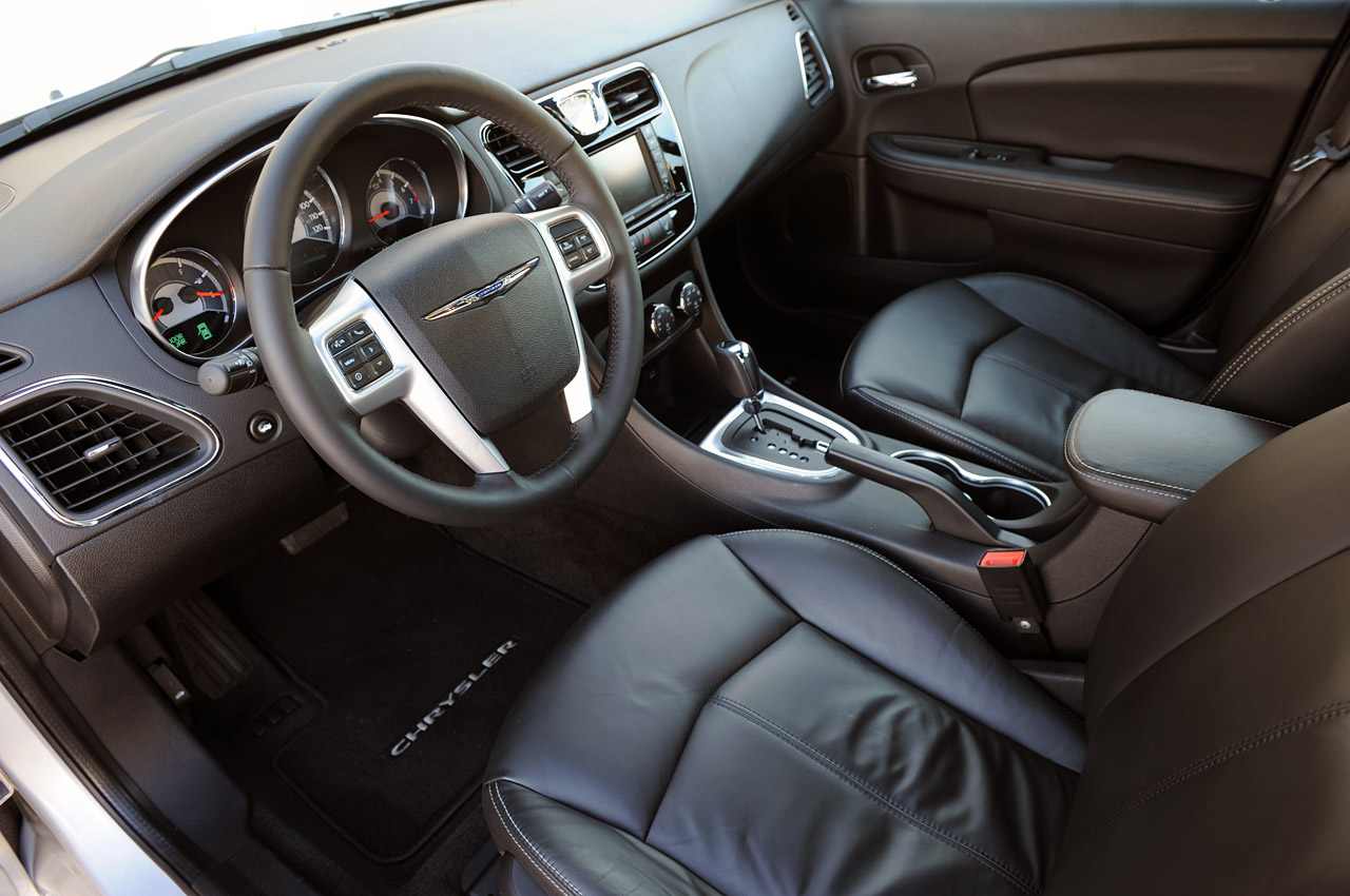 2011 Chrysler 200 Seat Design
