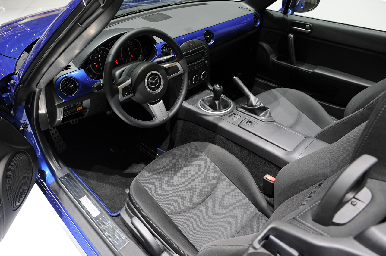 MAZDA MX-5 MIATA INTERIOR DESIGN
