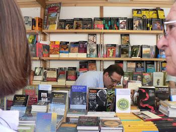 """Feria del libro Valencia, firmando """"En la cumbre del viento"""""""