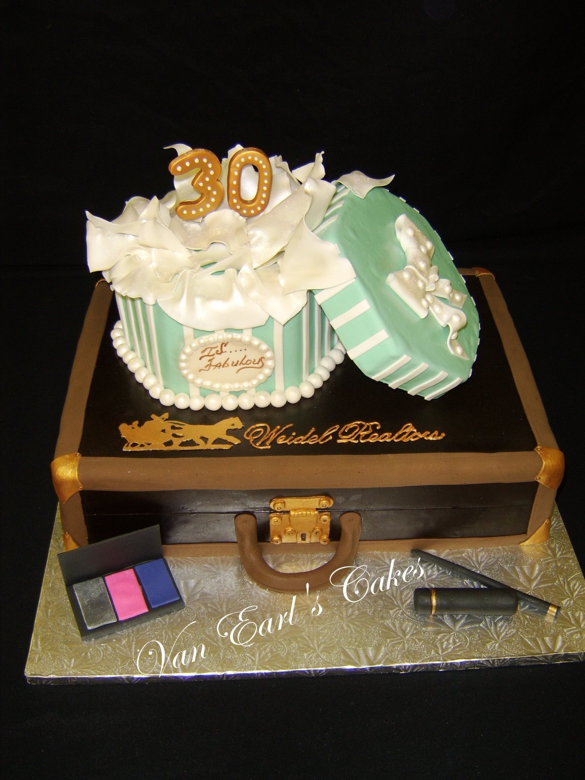 Van Earls Cakes 30th And Fabulous Birthday Cake