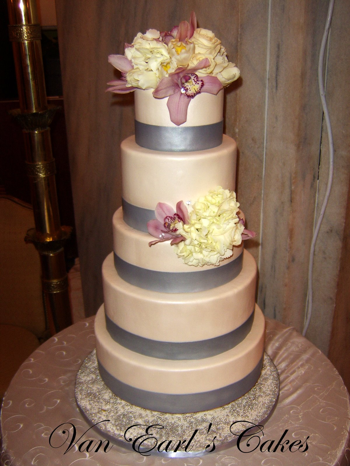Van Earl s Cakes Five Tier Ivory & Silver Wedding Cake