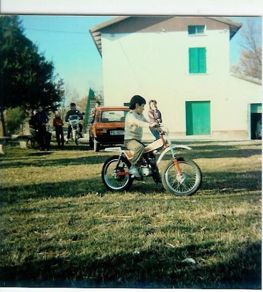 Io da piccolo ( 6 anni ) sul motorino