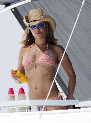 Hayden Panettiere Pictures in hot Orange BIKINI from yacht candids
