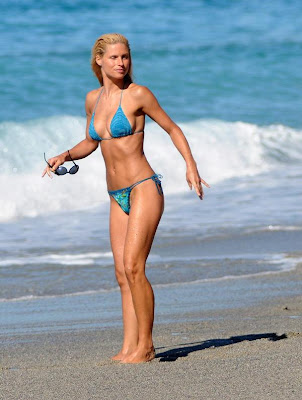 MODEL CELEBRITY Michelle Hunziker HOT BIKINI Photos Gallery