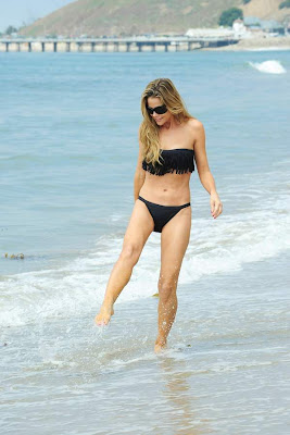 SUPER CELEBRITY ACTRESS Denise Richards BIKINI Pics on beach in Malibu